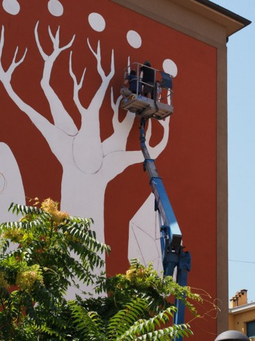 Philosophical Tree: Artista crea mural que limpia el aire