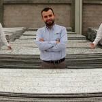 Crean muebles y materiales de construcción con cartón reciclado