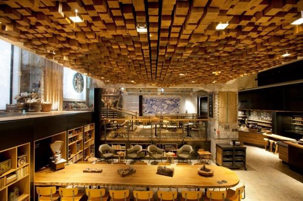 Starbucks en amsterdam dise ado con muebles y materiales for Muebles industriales madrid