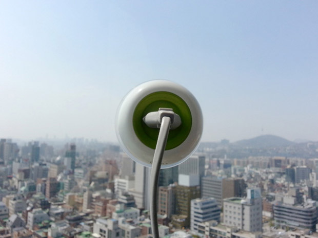 solar-powered-window-socket-1