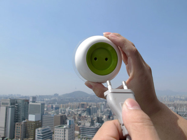 solar-powered-window-socket-3