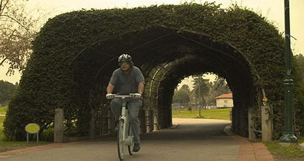 Una bicicleta de cartón y llantas recicladas 'revoluciona' el transporte
