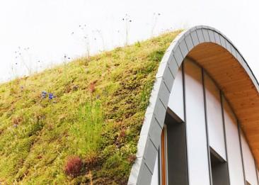 Una casa que cambia de apariencia con las estaciones