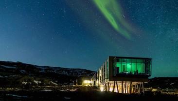 Un hotel sustentable rodeado de auroras boreales, lava y géiseres