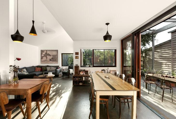 Casa de colores gana un premio de dise o interior verde - Casas con espacios abiertos ...