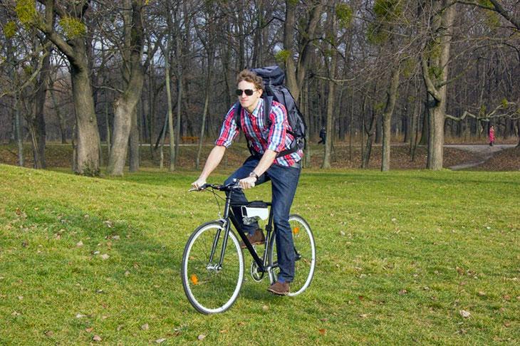Fontus, una botella que transforma el aire en agua mientras andas en bicicleta