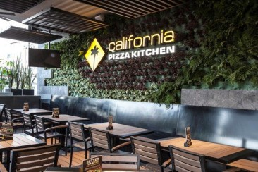 California Pizza Kitchen inaugura una terraza sustentable
